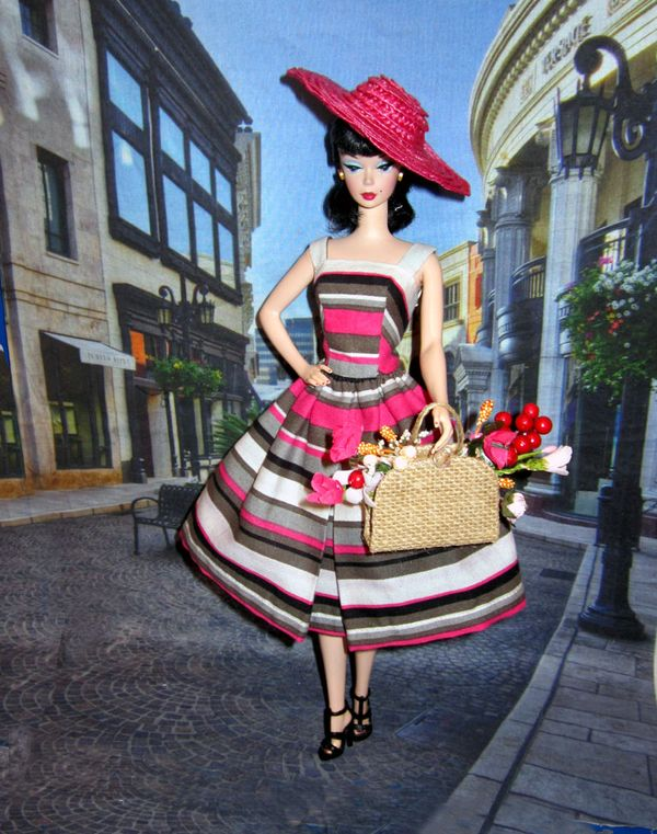 Suburban shopper multi color striped dress Barbie, Silkstone Fahsion Editor