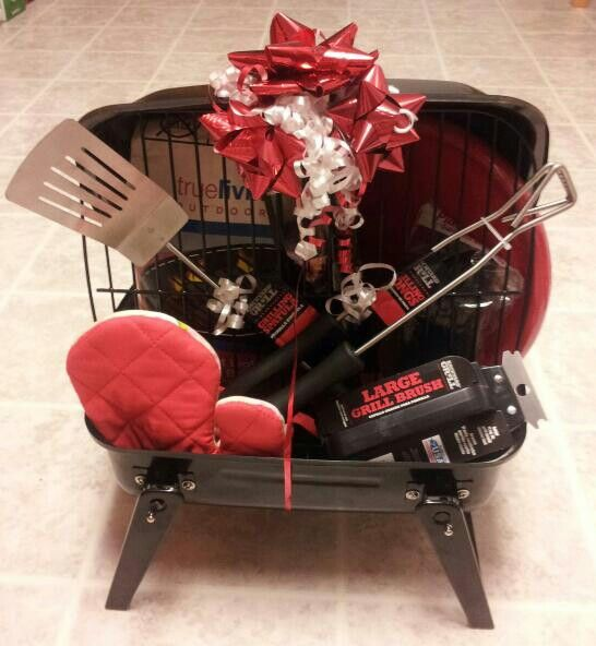 BBQ gift basket -I got so many compliments on this...http://anenchantedimagination.blogspot.com/