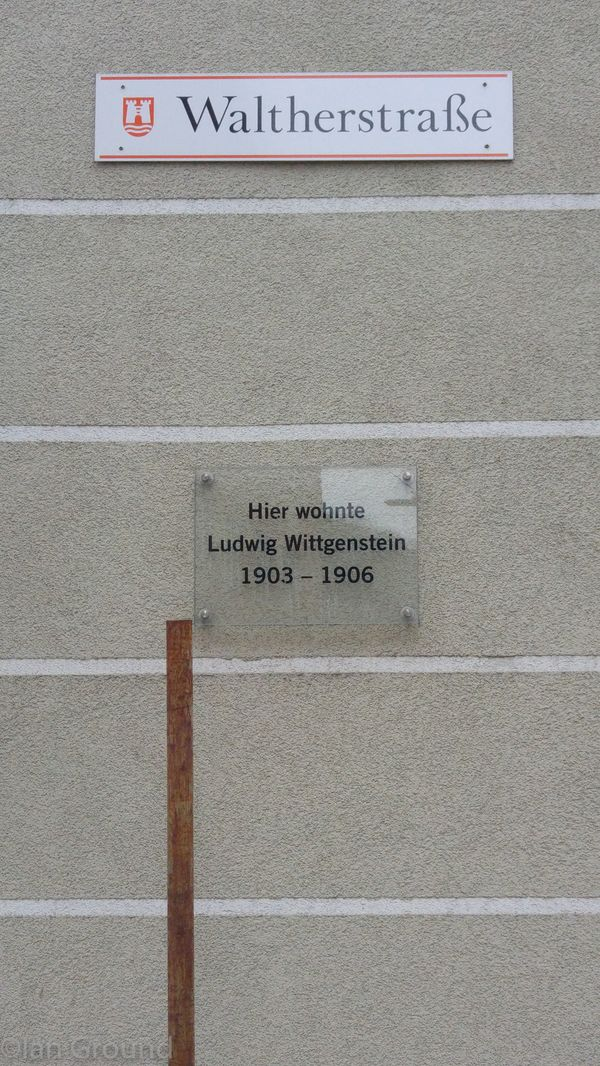 Street sign of Waltherstraße on Waltherstraße 24 and memorial plaque for LW. Credit: Thomas Phillipp