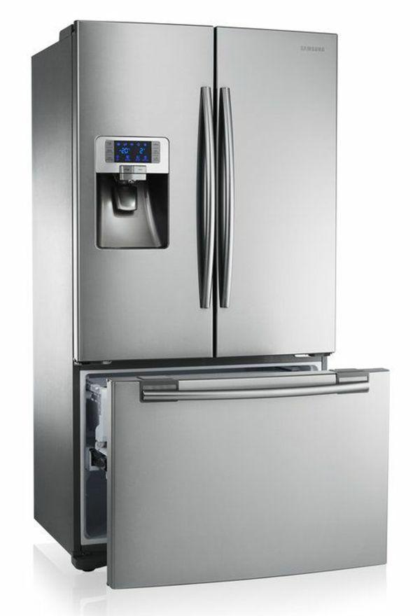Kühlschrank, Gefrierer wie Eiswürfelmaschine in einem Foodcenter. Ja auch wir von www.schreiner-24.ch liefern Ihnen Foodcenter aus.