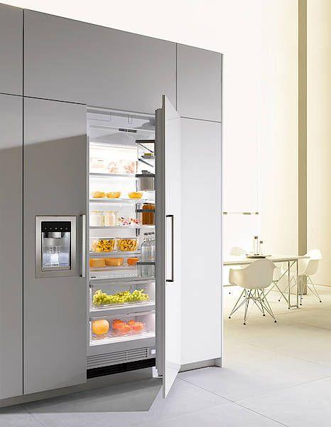 So sieht ein Musterkühlschrank aus eingebaut in einer Küche. Besuchen Sie uns auf www.schreiner-24.ch