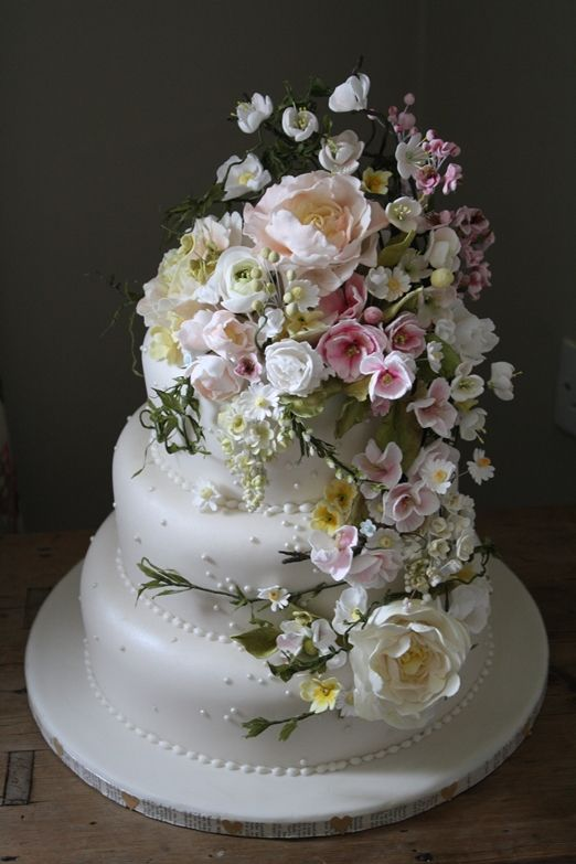 Exquisite �Springtime� and �Vintage Dream� wedding cakes with handcrafted sugar flowers from Amy Swann Cakes