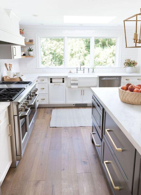 Gorgeous light oak prefinished engineered hardwood floors! A flooring trend in 2019! #flooring #floors #hardwood