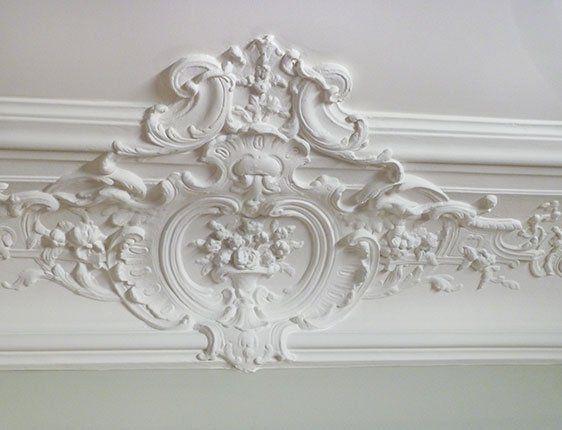 Original crown molding in Paris apartment