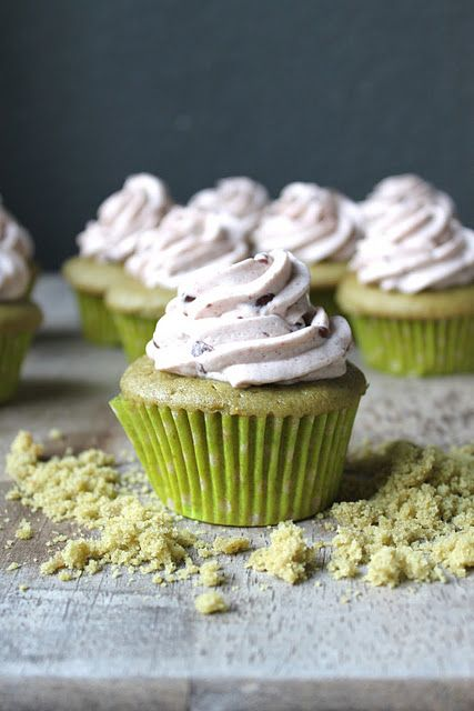 Matcha Green Tea Cupcakes with Azuki Red Bean Buttercream - these are so creative, don't let the sweet red bean element scare you ;-)