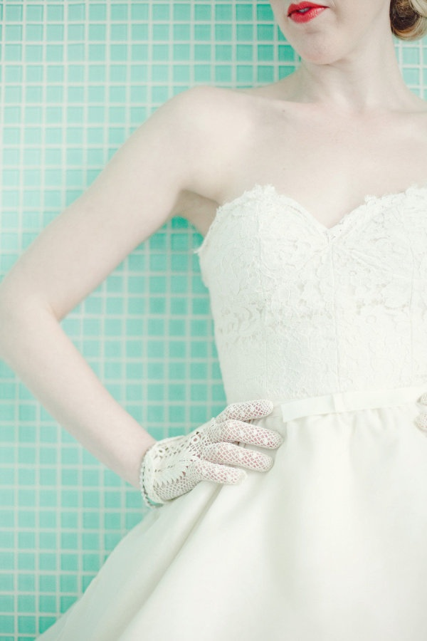 love everything about this Brides look, including that fab red lipstick  Photography by jnicholsphoto.com