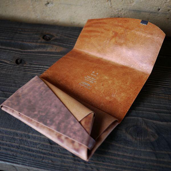 まるで折り紙?大人が次に狙うこだわりのレザー財布『所作』とは。
