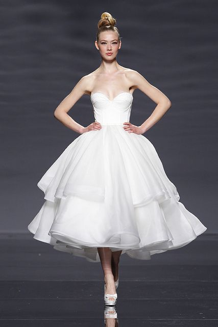 Love the floof on this tea-length wedding skirt erudito by Rosa Clara