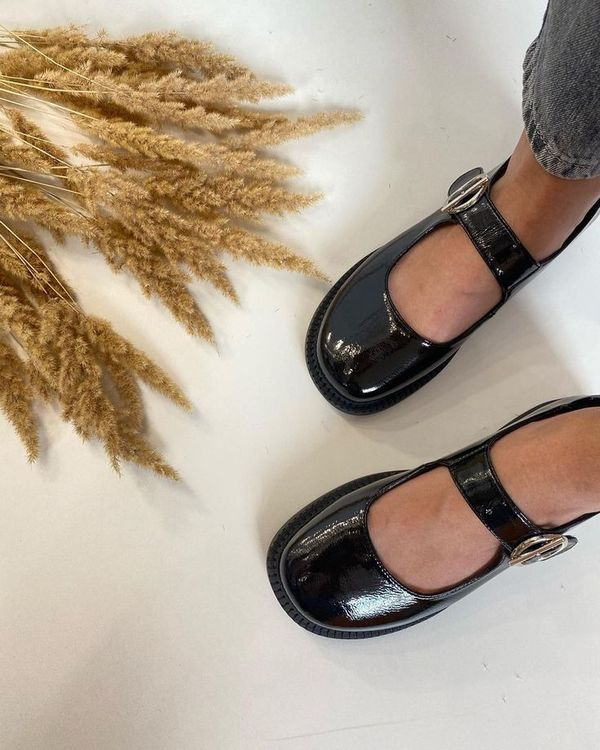 Black Leather Patent Leather Buckle Flat Shoes