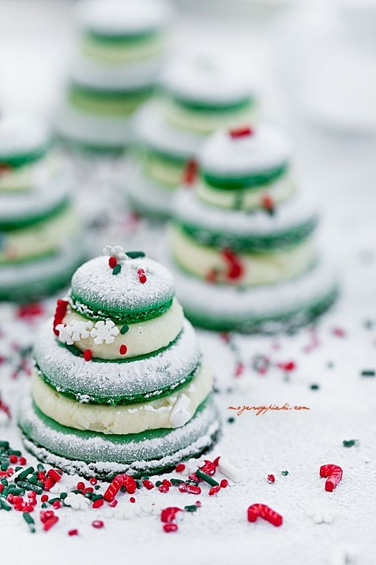 Christmas macarons - Plan a hip party in just minutes at PartyDrop.com
