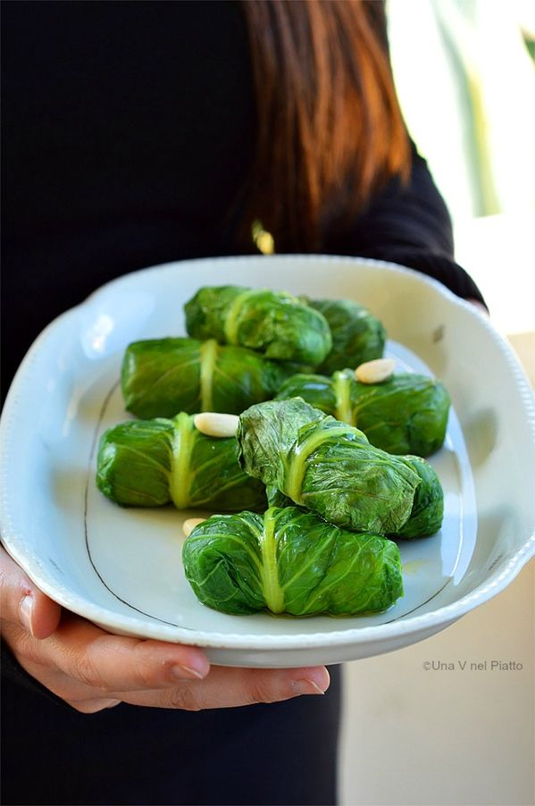 rolls of lettuce with chickpeas and almonds http://www.unavnelpiatto.it/ricette/seconde-portate/involtini-lattuga-crema-ceci-mandorle.php
