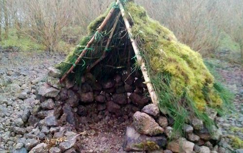 Fantastic living tipi / hut... Good camping fort yes?