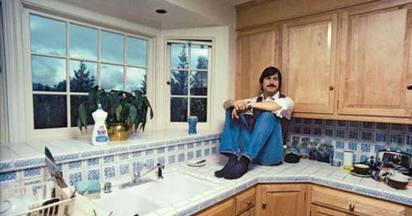 steve jobs in his kitchen 1981 celebrity homes. Black Bedroom Furniture Sets. Home Design Ideas