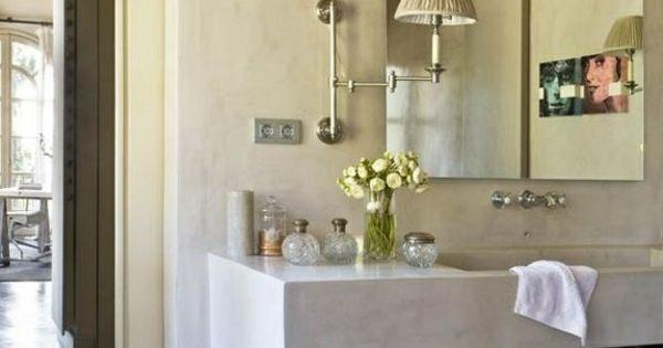 Salle de bain moderne pour une maison de campagne deco for Mini etagere salle de bain