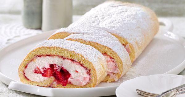 Biskuitrolle mit Erdbeerfüllung | Cake, Kuchen and Food