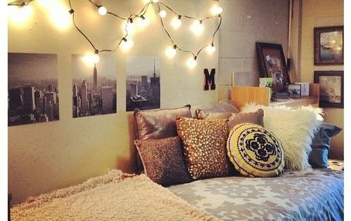 [pillows and lights] Dorm room. I like the hanging bulbs idea over black and white prints of famous places/ cities dormroom dorm college