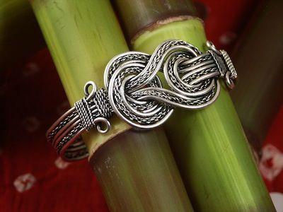 celtic knot bracelet jewelry pinterest bracelets. Black Bedroom Furniture Sets. Home Design Ideas