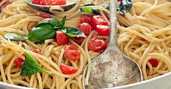 Spaghetti al Pomodoro e Basilico: ripe tomatoes, fresh basil leaves, garlic, olive