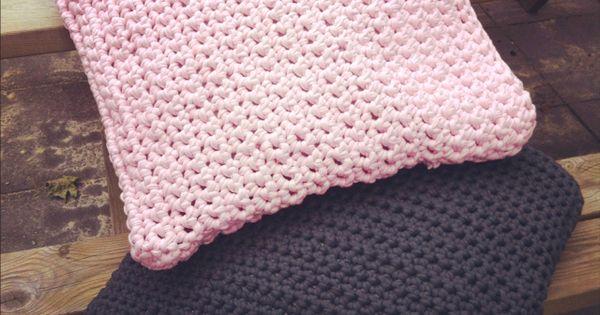 Funda de almohada 50x50 de trapillo crochet chunky - Cojines de trapillo ...