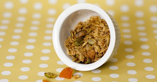 olive oil granola with dried apricots and pistachios (also links for ...