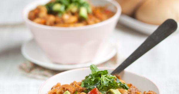 pumpkin quinoa white bean chili - vegan recipe