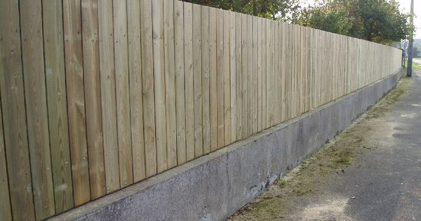 Cloture bois idee exterieur pinterest planches for Barriere bois flotte