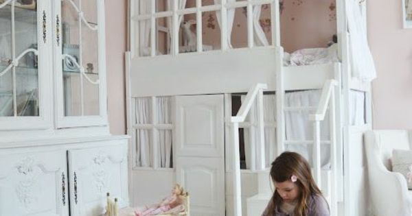 spielbett kinderzimmer hellrosa wandgestaltung wei es haus. Black Bedroom Furniture Sets. Home Design Ideas