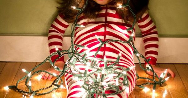 Photos of kids with lights - how to photography photo holidays christmas