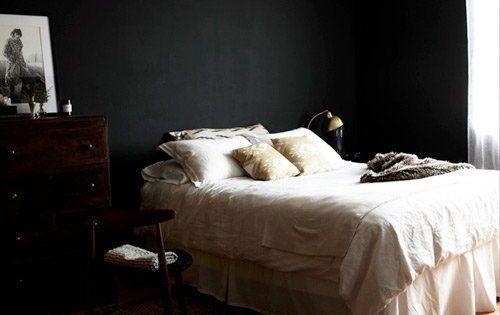 Ik heb een zwarte wand op de slaapkamer gehad en vond het prachtig maar ergerde me dood aan alle - Wit bed capitonne ...