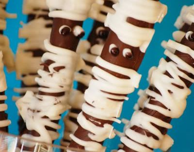 Halloween treats. Mummy pretzel sticks