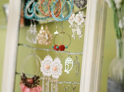 picture frame jewelry holder. cute idea