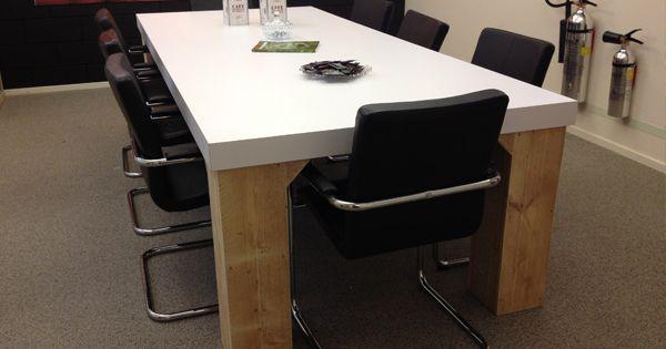 Steigerhouten tafel met strak wit blad van HPL - Steigerhouten ...
