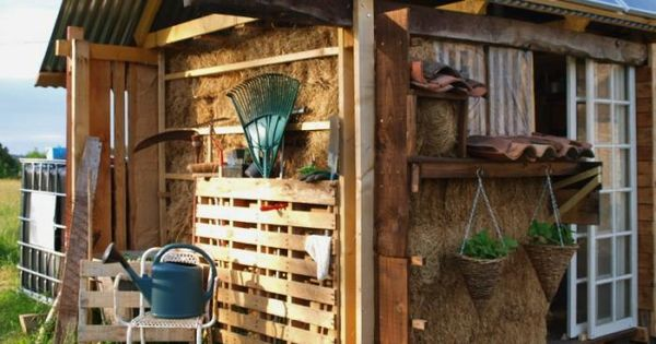 DIY: Garden Pallet as Instant Tool Shed instructions by Gardenista. Also hay