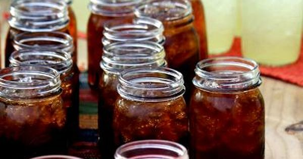Robin Holt uses Mason jars for parties!