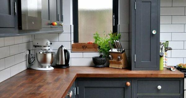 pourquoi choisir une cuisine avec plan de travail bois cuisine traditionnelle gris fonc et. Black Bedroom Furniture Sets. Home Design Ideas
