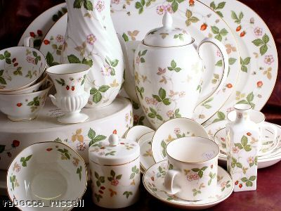 Wedgewood Wild Strawberry Dishes How Pretty For A Spring