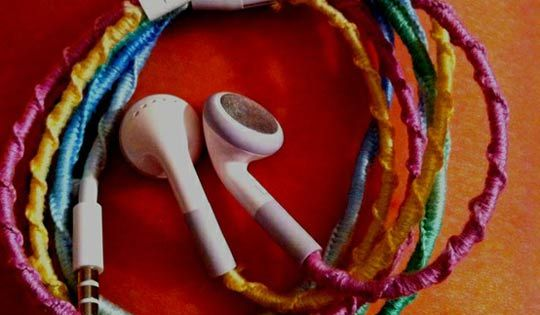 Make your headphones tangle free - put mermaid's bead friendship bracelet knots
