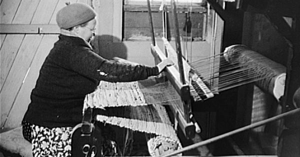 finnish rag-rugging on an old-fashioned loom, rhode island, 1940 ...