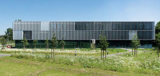 Dlr Robotics And Mechatronics Center Birk Heilmeyer Und Frenzel Architekten In 2020 Facade Architecture Industrial Architecture Arch Building