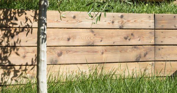 Jardin En Pente Avec Arbres Gazon Et Murs De Sout Nement En Pin Pinteres