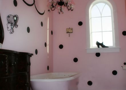 Black and pink bathrooms pink and black girls 39 bathroom for Pink black bathroom ideas