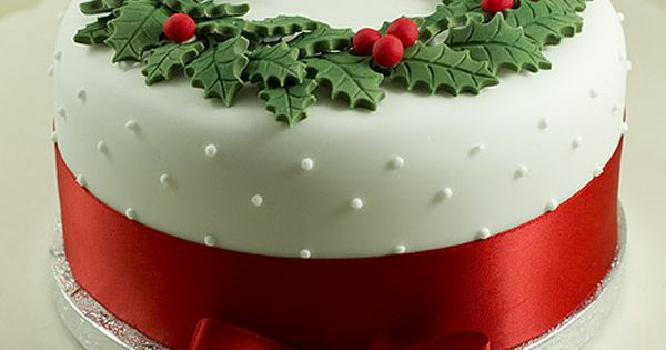Gorgeous, shame I hate xmas cake! classy christmas cake ~ Wreath cake