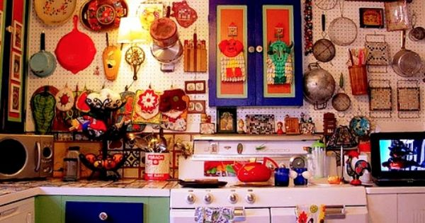 Colorful products of mexican decor livens up kitchen for Mexican themed kitchen ideas
