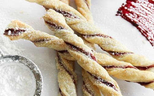 Candy-cane looking jam straws using puff pastry and raspberry jam! (Christmas, holidays,