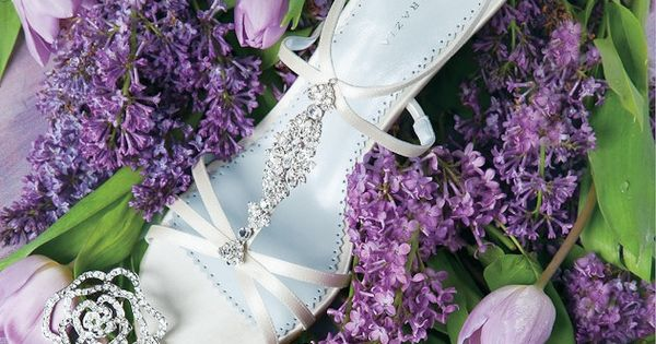 A lavender and green apple color palette adds a natural springtime brightness to any occasion. But the jovial combination is appropriate for events taking place | See more about Lavender, Color Palettes and Color Combos.