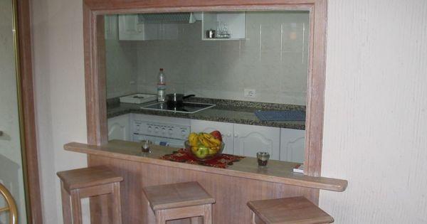 durchreiche zur k che mit theke umrahmt mit stein und granit als platte durchreiche. Black Bedroom Furniture Sets. Home Design Ideas