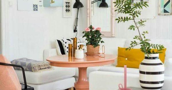 Ambiance scandinave avec des touches de pastel pour ce petit salon f minin d co salon - Deco etagere woonkamer ...