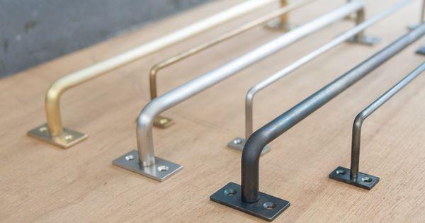 長さをオーダーできるハンガーバーです 素材は鉄 真鍮 ステンレスの