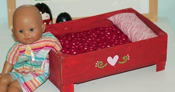 fabriquer un lit de poup e avec une bo te de cl mentines jouet pinterest lit de poupee. Black Bedroom Furniture Sets. Home Design Ideas