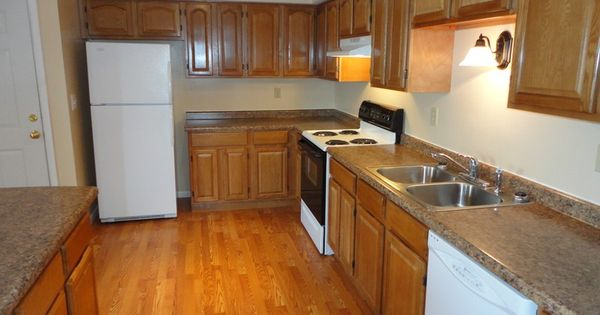 Oak Kitchen Cabinets With Semi-concealed Hinges.